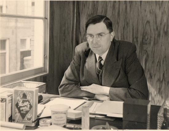 Euwe werkte tijdens WO II bij Van Amerongen en was tijdelijk voorzitter van de schaakbond